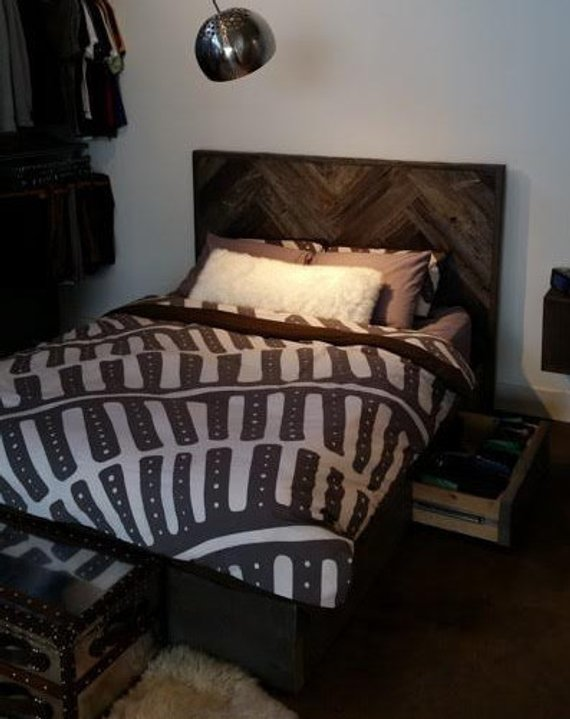 Reclaimed-Wood-Platform-Bed-3-Woodify