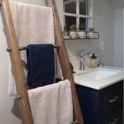 Industrial pipe and wood towel ladder - Woodify